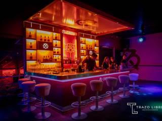 Remodelación Zona VIP ROOM Trazo Libre Arquitectos & Ingenieros SAC Bares y Clubs Compuestos de madera y plástico Rojo