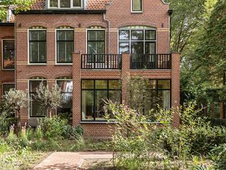 Transformatie van kantoor naar woonhuis Klassieke huizen van Kraal architecten Klassiek