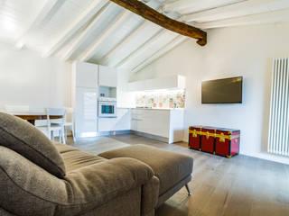 Ristrutturazione chiavi in mano di un appartamento in un edificio storico. Atrio_ abitare bene Cucina moderna