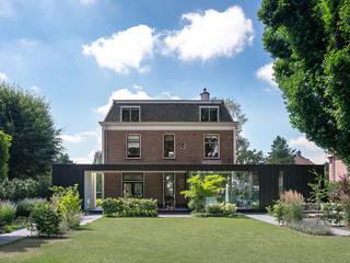 Klassiek pand met moderne uitbouw Moderne huizen van Kraal architecten Modern