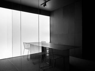 BIURO_MONOCHROMATYCZNE od Zamek Design Minimalistyczny