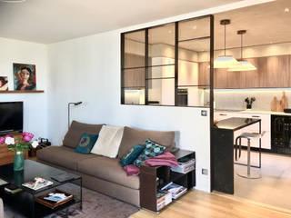 Rénovation cuisine verrière dans un appartement à Lyon par RS.D Agencements Moderne