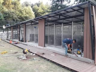 LA CAÑADA, HUIXQUILUCAN ULTRAWOOD Cabañas de madera Compuestos de madera y plástico Marrón
