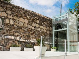 Casa Histórica Eugenio Garza Sada, N.L. Balcones y terrazas modernos de Elevadores Lucklaend Moderno
