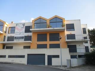 Apartamentos no Turcifal por Milcasas Moderno