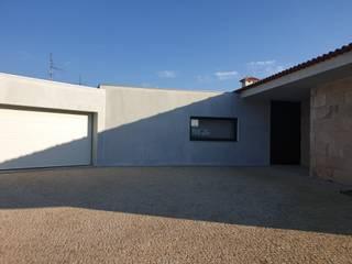 Moradia PF Varandas, marquises e terraços modernos por João Oliveira, arquitecto Moderno