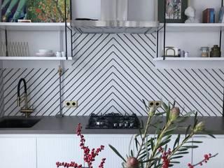 Отделка интерьера трехкомнатной квартиры в Москве Кухня в классическом стиле от ВАШ МАСТЕРЪ строительно-отделочная компания Классический