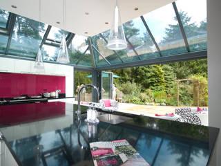 Wintergarten mit Sunflex Glas-Faltwänden in grau Schmidinger Wintergärten, Fenster & Verglasungen Klassischer Wintergarten Aluminium/Zink Grau
