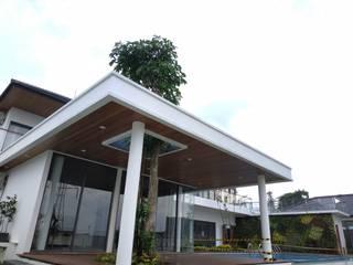 Rumah Pasir Impun Balkon, Beranda & Teras Tropis Oleh Havia Architecture Studio Tropis