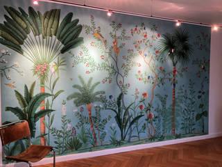 Schulze´s Farben und Tapetenhaus Ingresso, Corridoio & Scale in stile tropicale