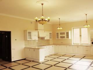 Отделка интерьера частного дома в Москве Кухня в классическом стиле от ВАШ МАСТЕРЪ строительно-отделочная компания Классический