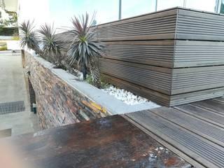 Deck bamboo Jardins modernos por Só Maciços Moderno
