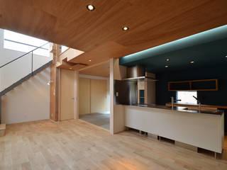 あかがねの家 モダンデザインの ダイニング の トミオカアーキテクトオフィス モダン