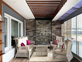LIA Mimarlik İcmimarlik Country style balcony, veranda & terrace