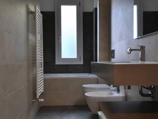 Ristrutturazione appartamento di 75 mq a Milano, Città Studi Bagno moderno di RMA srl - Ristrutturazioni da ManuAle Moderno