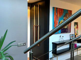 View from the staircase: modern  door MEF Architect, Modern Hout Hout