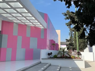 CLINICA DE MAMA ALUCOMEX ZONA PACIFICO NORTE Clínicas y consultorios médicos de estilo moderno Aluminio/Cinc Rosa