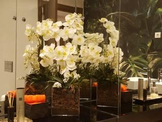 REMODELAÇÃO DE WC-CASCAIS:  tropical por CRISTINA AFONSO, Design de Interiores, uNIP. Lda,Tropical