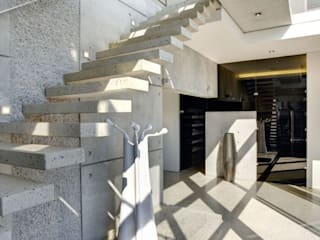 HOUSE VAN KAMP | CAMPS BAY Wright Architects Stairs Concrete Metallic/Silver