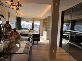 Reforma de un piso con un estilo atemporal y neutro Ismael Blázquez | MTDI ARQUITECTURA E INTERIORISMO Comedores de estilo ecléctico Hierro/Acero Metálico/Plateado
