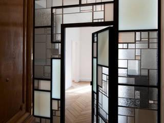 Cloison créative lumineuse ADN / ON-ME Light Couloir, entrée, escaliers minimalistes par ON-ME Minimaliste