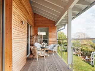 House Crowley: a Compact eco Home Baufritz (UK) Ltd. Balcon
