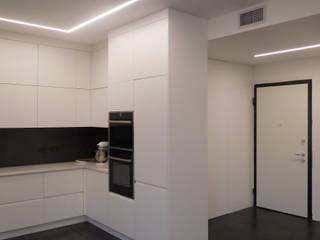 Studio di Architettura IATTONI Pasillos, vestíbulos y escaleras minimalistas Blanco