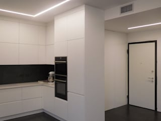 Studio di Architettura IATTONI Minimalist corridor, hallway & stairs White