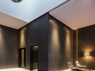 Espaces commerciaux modernes par Zikzak architects Moderne