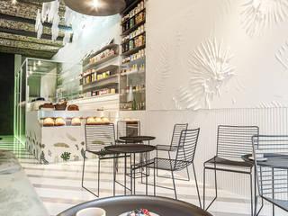 Bars & clubs modernes par Zikzak architects Moderne