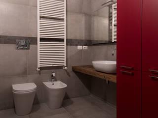 Ristrutturazione appartamento di 95 mq a Milano, Porta Romana Bagno moderno di RMA srl - Ristrutturazioni da ManuAle Moderno