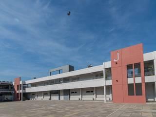 Escuela nivel Jardin de infantes Escuelas de estilo moderno de TRIXX Moderno