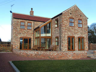 Passive Solar Cottage near Bridlington, East Yorkshire の Samuel Kendall Associates Limited モダン