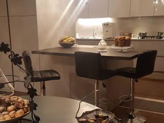 Pure kitchen - Simple chic Cucina minimalista di Teresa Romeo Architetto Minimalista