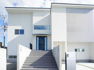 シンプルモダン モノトーンのハイセンスな家 モダンな 家 の プロジェクトホーム モダン