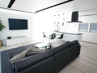 シンプルモダン モノトーンのハイセンスな家 モダンデザインの リビング の プロジェクトホーム モダン