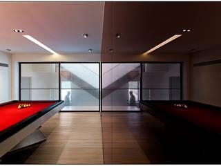 Jason Caroline Design Limited Modern gym Aluminium/Zinc Red