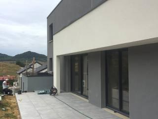 3B Architecture Modern balcony, veranda & terrace Grey