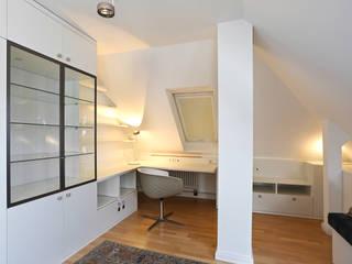 Wohnung in Dresden: modern  von Innenarchitektur Heike Enke,Modern