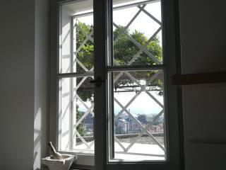 Serramenti nuovi per una villa con vista Opendoor Italia Finestre in legno Bianco