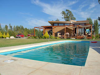 VIVIENDA EN SAN FERNANDO Piscinas de estilo rural de Olguin Arquitectos Rural