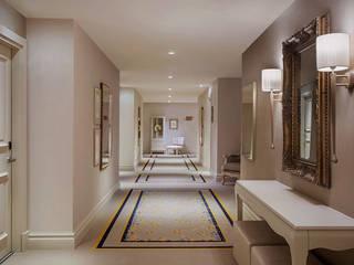 CADORO SAN MARCO MESTRE Ingresso, Corridoio & Scale in stile moderno Cemento Beige