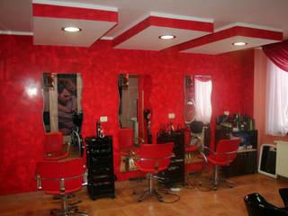 STUCCO SAN MARCO MESTRE Pareti & Pavimenti in stile moderno Cemento Rosso
