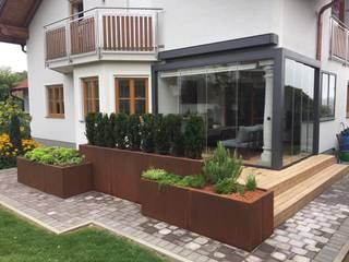Terrasse mit Verglasung vergrößert Schmidinger Wintergärten, Fenster & Verglasungen Moderner Wintergarten Aluminium/Zink Grau