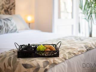 Diseño de interiores y Home Staging en un Apartamento Turístico Vacío, Valencia Domo Home Staging Dormitorios de estilo moderno