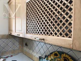Cucina in massello di frassino miele di Ebanisteria Venuto Classico