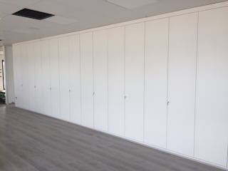 TABIQUES Y TECNOLOGIA MODULAR S.L Office buildings MDF White