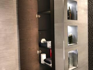 Hacemos baños con diseño y esmero con materiales PORCELANOSA Ismael Blázquez | MTDI ARQUITECTURA E INTERIORISMO Baños de estilo moderno Madera Marrón