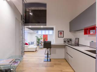 Ristrutturazione appartamento Via Gherardini - Milano Sala da pranzo moderna di CasaProgettata.it Moderno