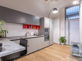 Ristrutturazione appartamento Via Gherardini - Milano Cucina moderna di CasaProgettata.it Moderno